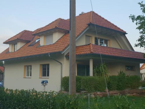 Außenfassade mit Putz und Farbanstrich