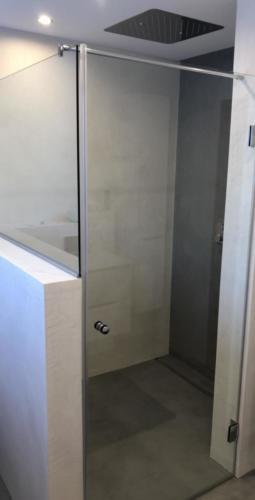 Fertigstellung Duschwand